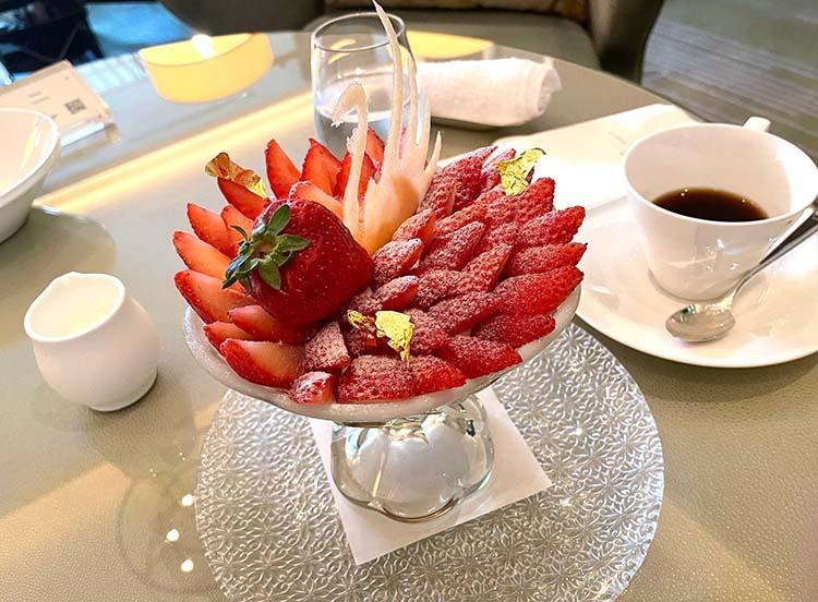 季節のオススメ 3種の苺パフェ