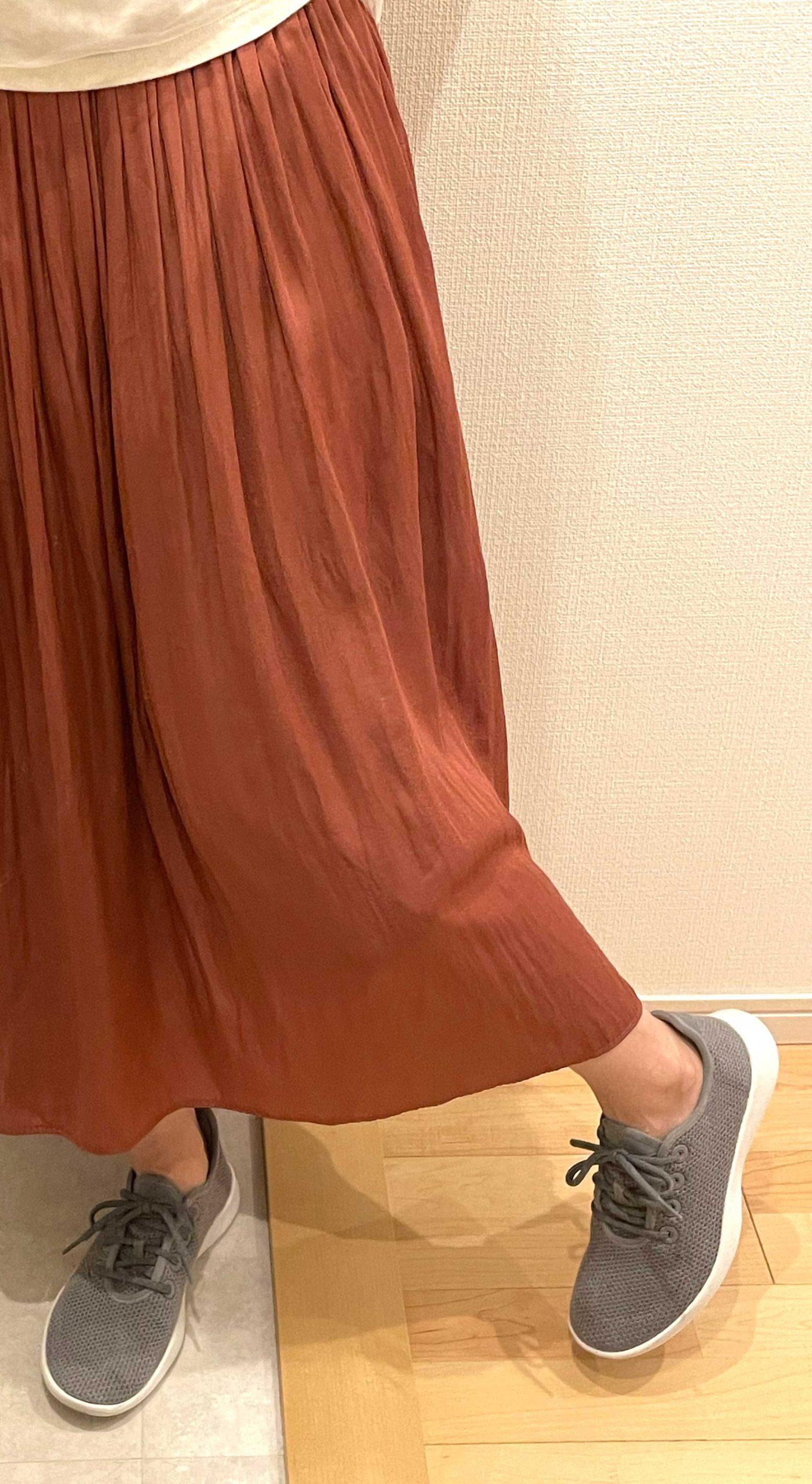 スカートにも合うAllbirdsのスニーカー